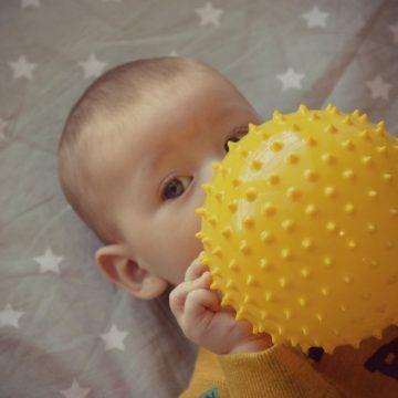 Predlogi za igro z dojenčkom (3-6 mesecev)