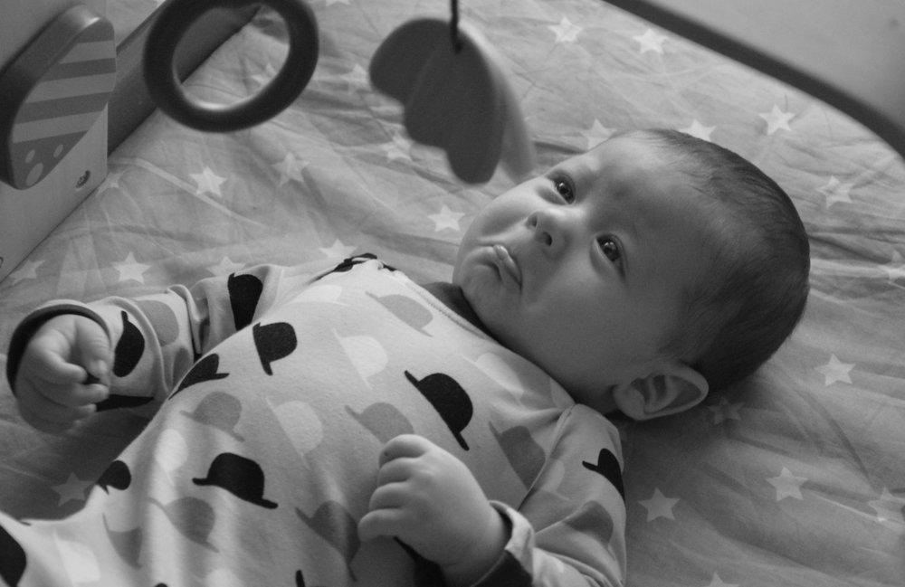 Neodložljiv dojenček