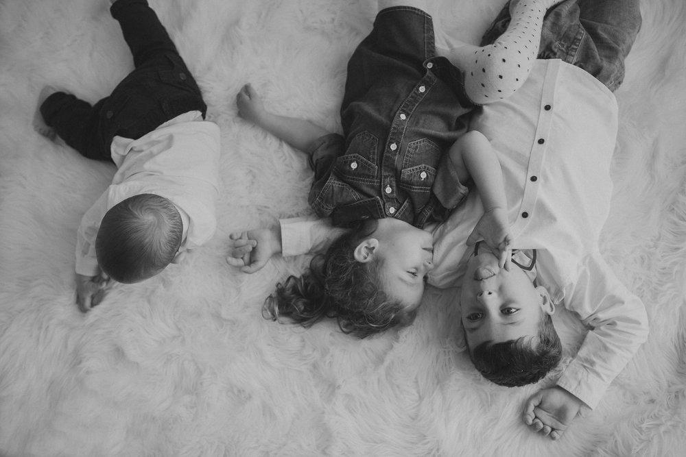 Uspavanje in spanje treh otrok v isti sobi