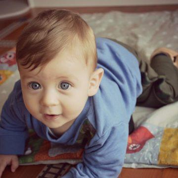 Predlogi za igro z dojenčkom (6-9 mesecev)