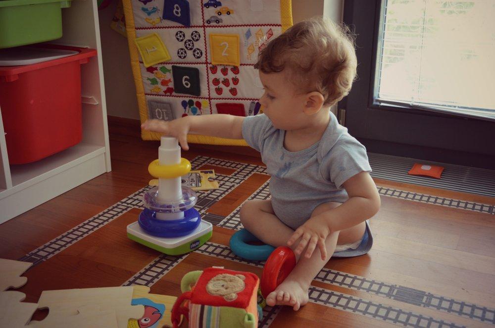 Predlogi za igro z dojenčkom (9-12 mesecev)