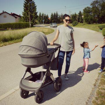 Prvi sprehod (in nekaj malega o jokajočih dojenčkih)