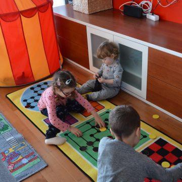 Igralna preproga družabne igre (Mali galago)