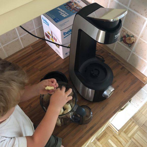 Večna dilema: Biti več časa z otroki ali v kuhinji?